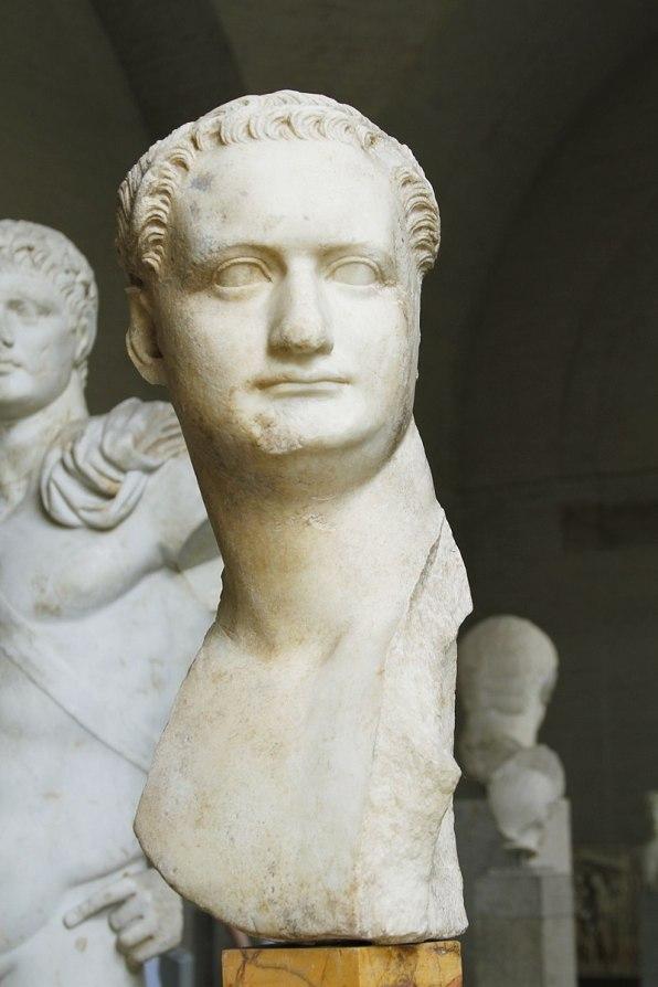 Domitian_(loan_from_Capitoline_Museums)_-_Glyptothek_-_Munich_-_Germany_2017_(2)