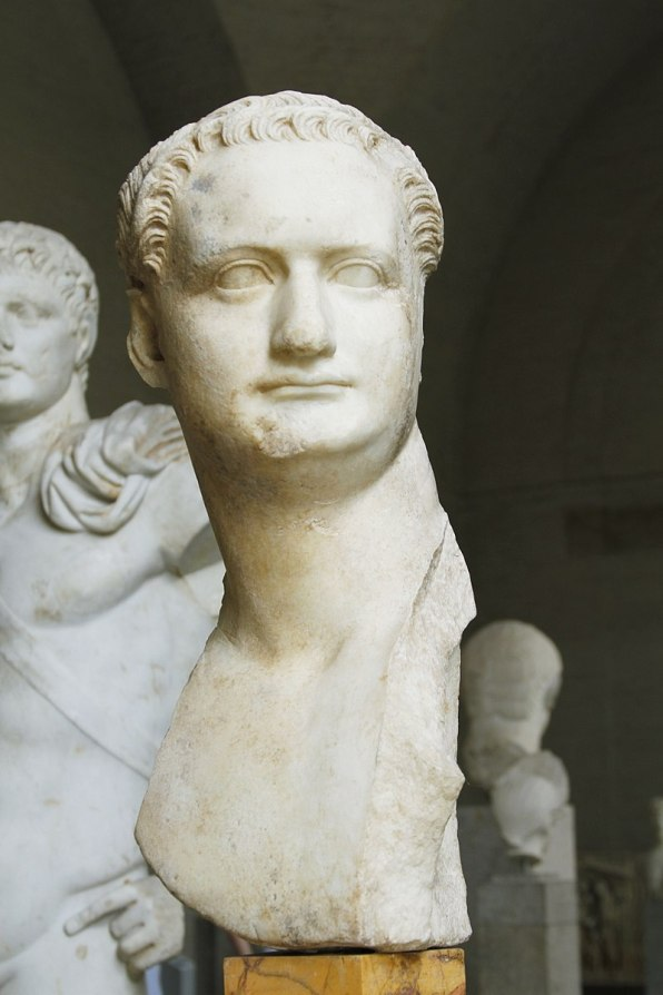 Domitian_(loan_from_Capitoline_Museums)_-_Glyptothek_-_Munich_-_Germany_2017_(2)